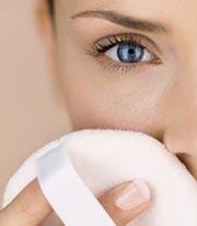 Пудра защищает кожу от света и пыли